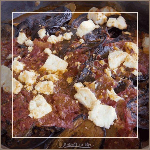 Μελιτζάνες με Κόκκινη Σάλτσα και Φέτα